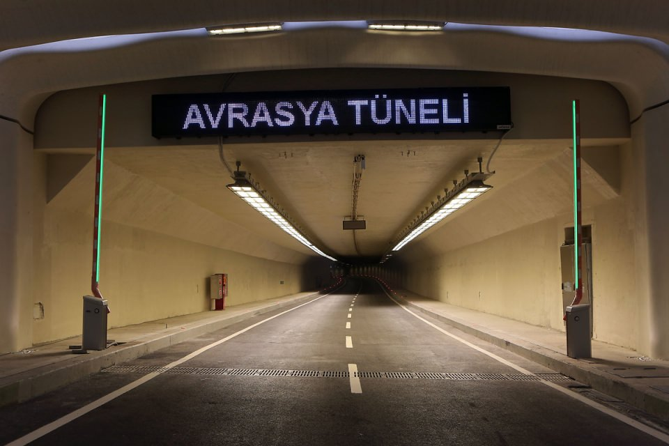 Türkiye'nin son mega projesi Avrasya Tüneli açıldı.